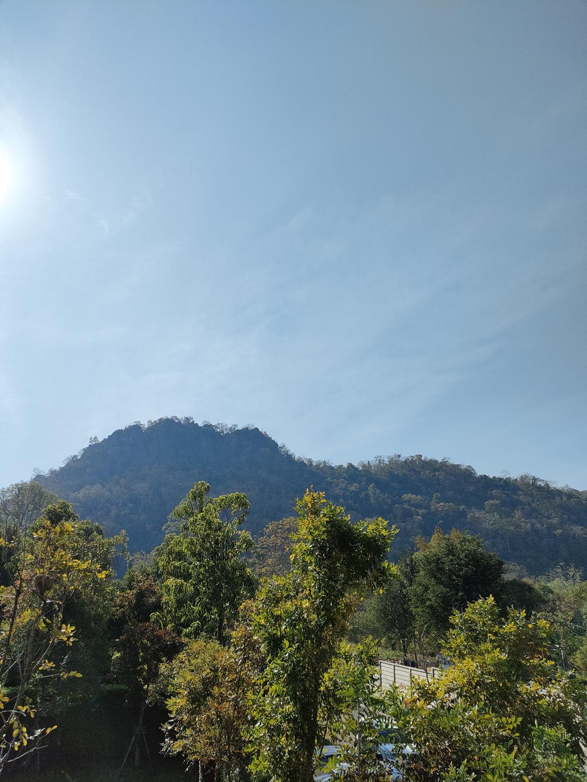 ภาพภูเขา ต้นไม้ ถ่ายด้วยความละเอียดกล้อง 108MP เข้าไปที่ Extra HD ในส่วนของ More